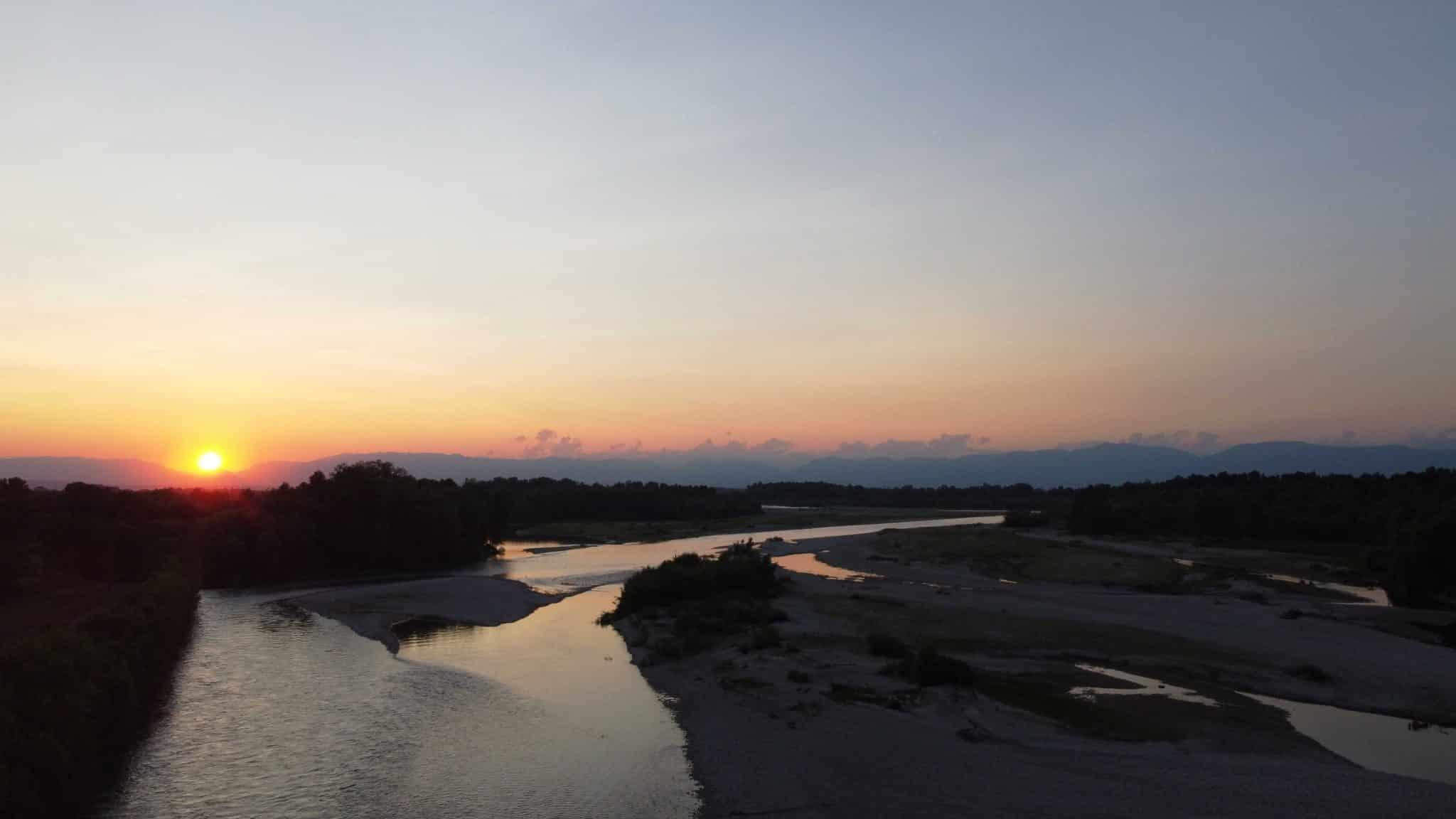 Veduta del Piave al tramonto a Saletto di Breda di Piave, provincia di Treviso (TV)